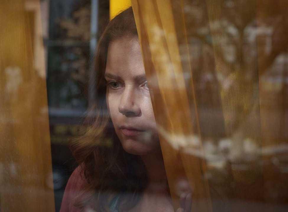 MOTERIS LANGE (WOMAN IN THE WINDOW)